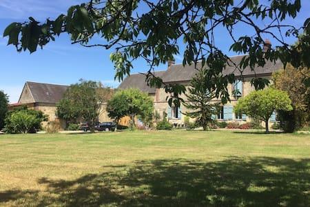 Maison de charme avec piscine - Saint-Aubin-de-Courteraie