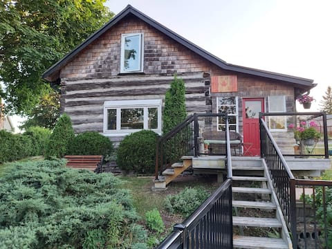 Riverfront Log Cabin in Fenelon Falls