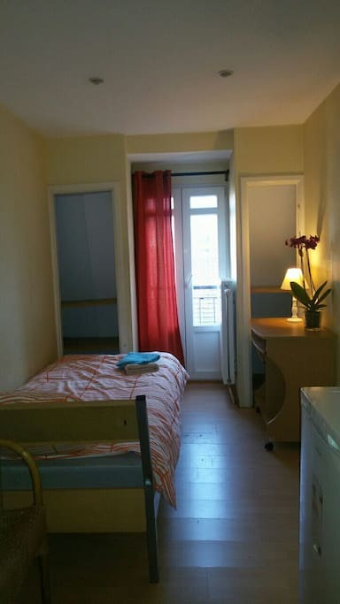 Comfortable single bed. Sheets and towels provided