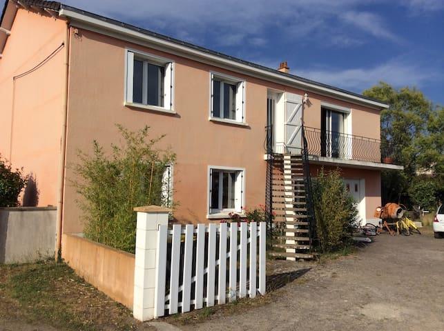 grande maison nantaise proche bourg - Pont-Saint-Martin - Casa