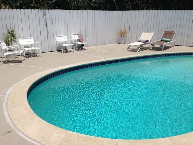 Pool in full sun