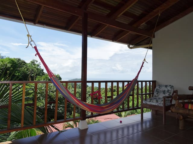 Ocean View Condo-monkeys everywhere - Quepos - Apartamento