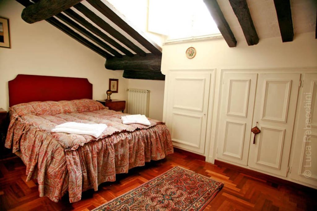 The bedroom with queen size bed