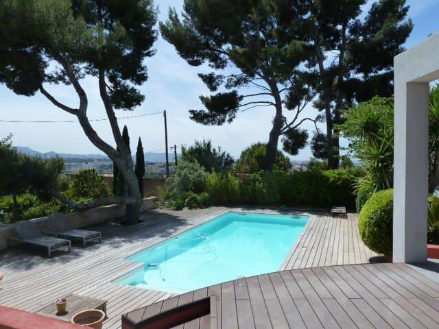 Villa contemporaine sur les hauteurs de Marseille