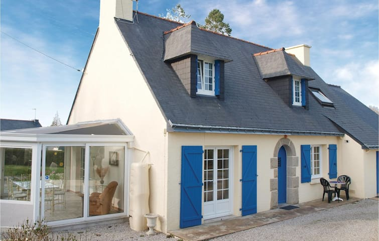 Holiday cottage with 4 bedrooms on 150 m² in Mur de Bretagne