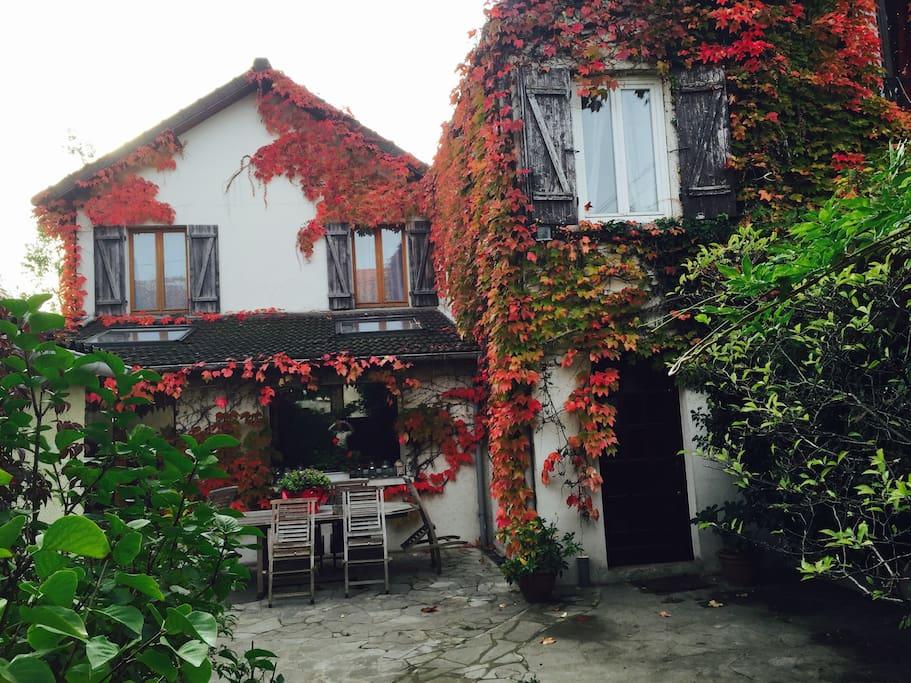 La maison aux couleurs de l'automne