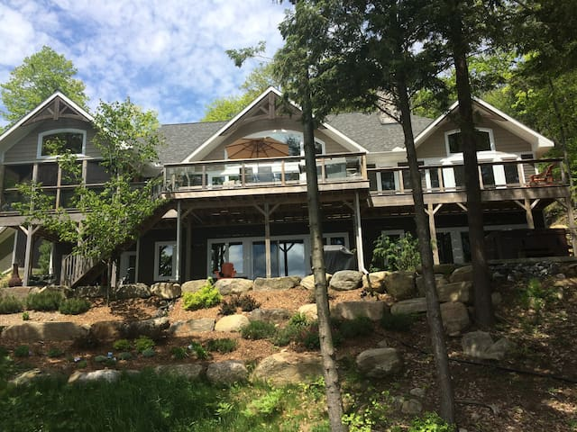 Lake Muskoka - Luxury Lakeside Lower Level B&B