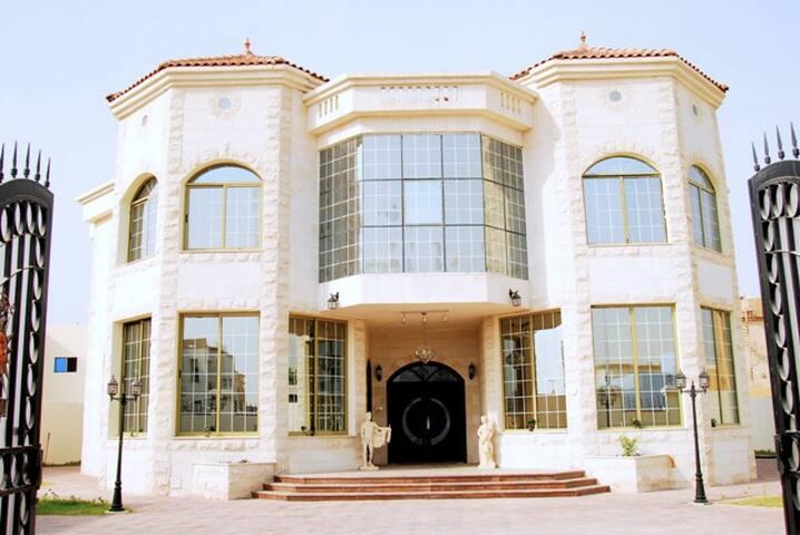 The Castle, Contemporary Suite - Dubai - Villa