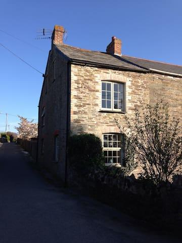 Corner Cottage - Near Padstow