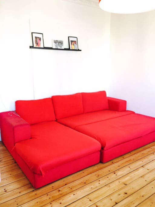 This is how the large sofa Can be used as a dobbelt sofabed. I and my others guest find it very comfortabelt.