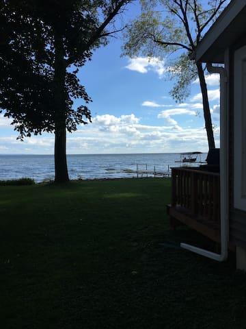 Lake Winnebago Quaint Cottage - Menasha - Casa