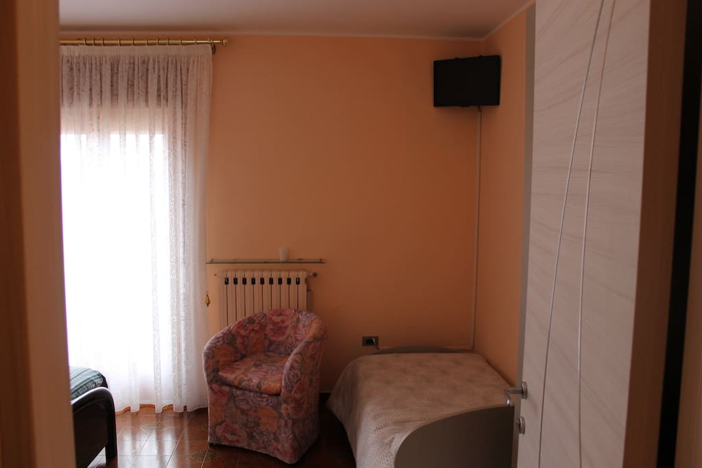 stanza tripla molto comoda con balcone e vista mozzafiato
