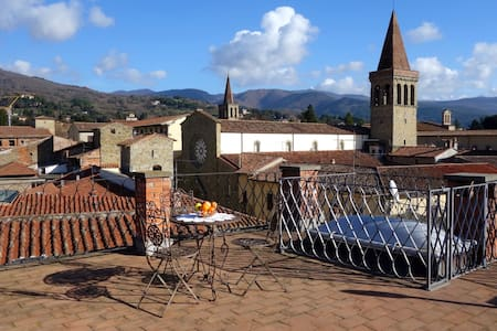 Sleeping in a 13th. Century Tower - Sansepolcro - Apartamento