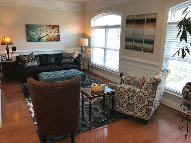 Clean & Cozy Townhouse to Rent at Trump National - Sterling - Adosado