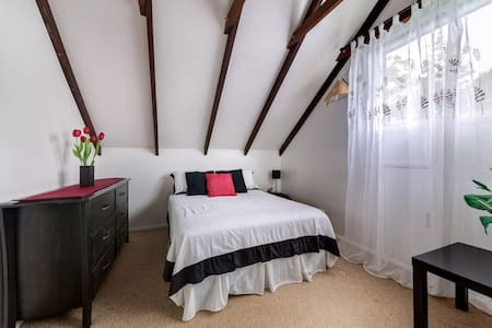 Nambour Outskirts Room with Rafters - Nambour