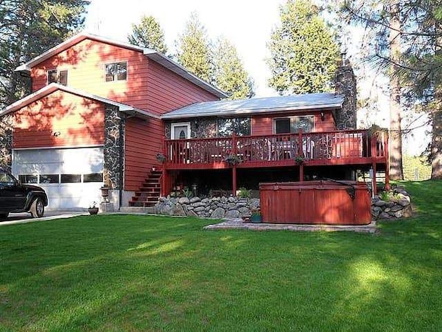 Hipner House on Reflection Lake ~ Family Room - Elk