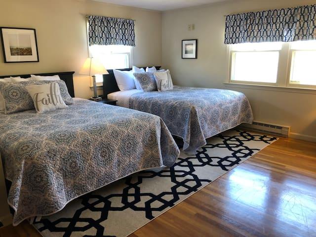 2nd Bedroom w/2 Queen Beds