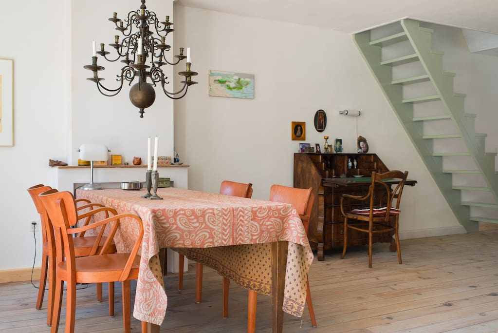 Dinertable and stairs