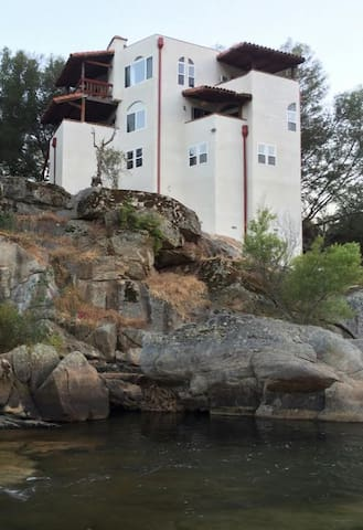 White Castle Riverfront House-Base of Sequoia!