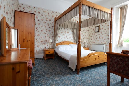 Dall Lodge Country House- authentic - Killin