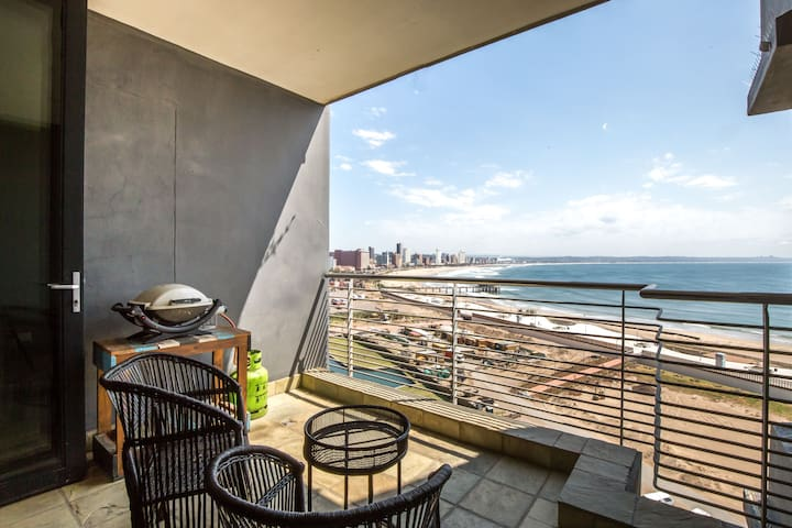 Family two bedroom sea view apartment: Beach front