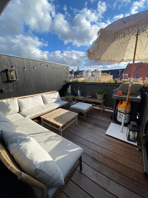 Penthouse with private roof terrace in central CPH