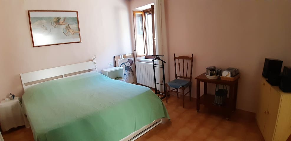 Panoramic room with ensuite bathroom 30 km toSiena