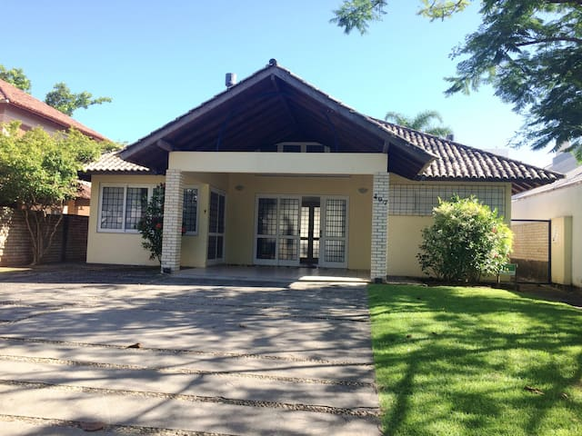 Casa Jurerê internacional, 70m do mar - Florianópolis - Casa