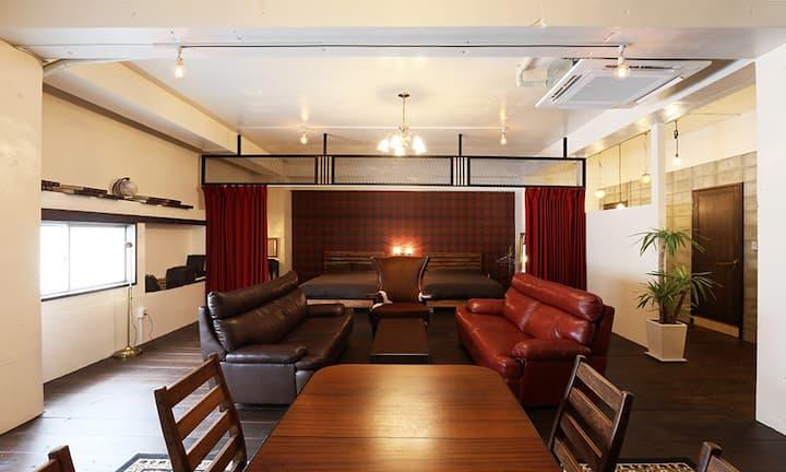 TripShot Hotels Koza 「RED ROOM」沖縄初の街ホテル【旅館業取得】