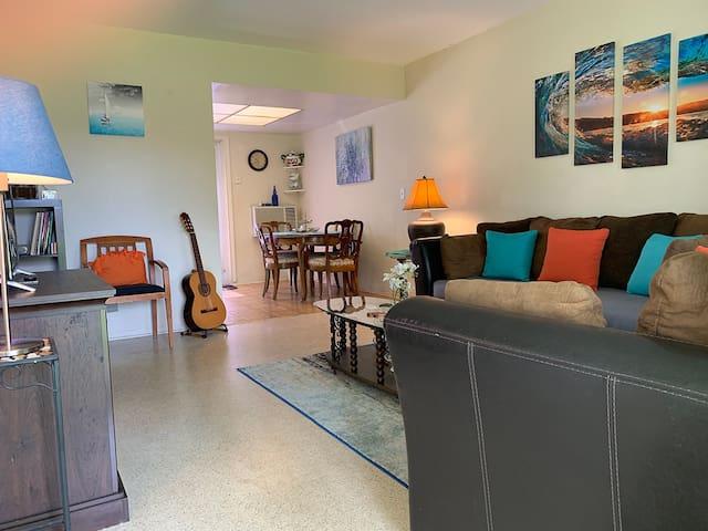 Downtown Oakland Park ~ 2 miles from Beach