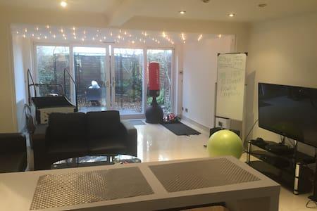 2 Rooms in Kingston lux-apartments - Кингстон апон Темза - 独立屋