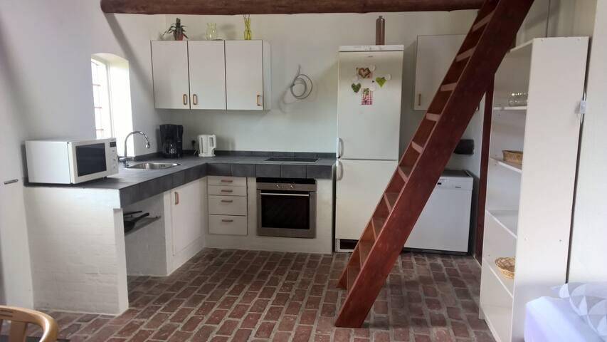 Lejlighed med hems på gård udlejes - Hals - Wohnung