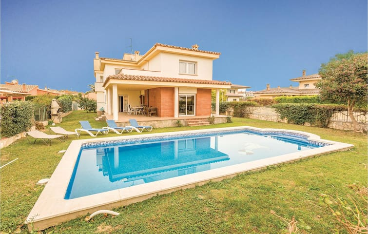Holiday cottage with 5 bedrooms on 189m² in Sant Pere Pescador