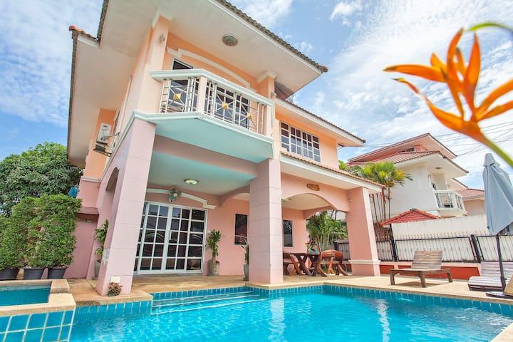 Baan Phailin | Cozy 4 BR Pool Villa, Jomtien Beach