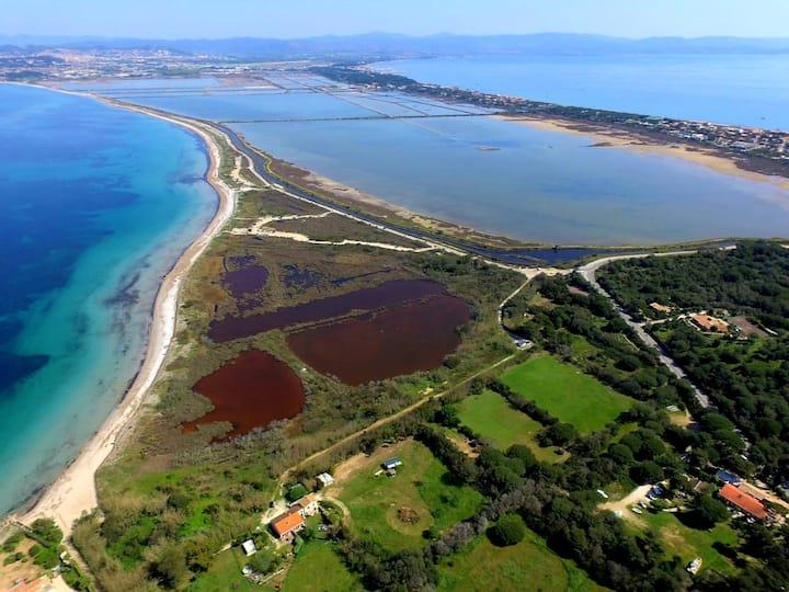 Site exceptionnel, au calme, à 100 m de la plage !