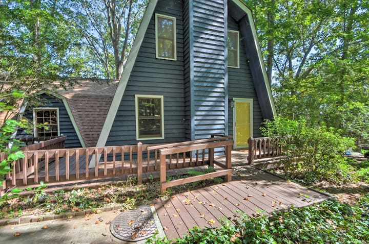 Lake Hartwell Home w/ Dock, 9.5Mi to Clemson!