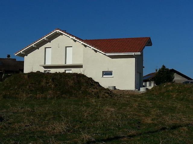 Chez Sarah et JB - Bons-en-Chablais - House