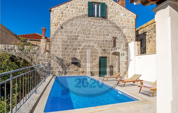 Holiday cottage with 5 bedrooms on 154m² in Cilipi
