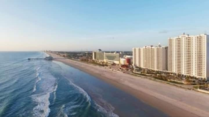 Two Bedroom Deluxe Luxury Condo, Daytona Beach (A672)