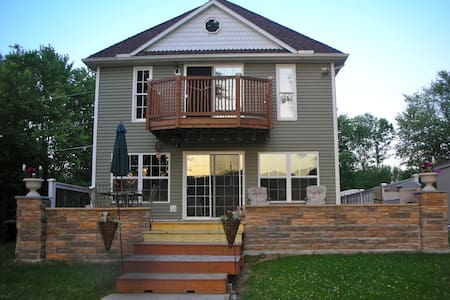 LAKE FRONT COTTAGE.2 NIGHTS MINIMUM - Conesus - Hus