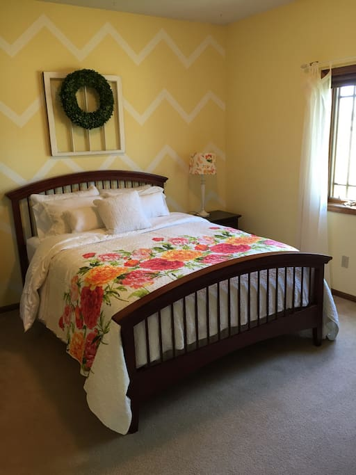 Queen size bed with 100% cotton sheets