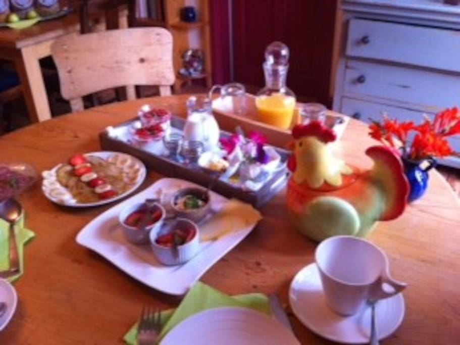 Delicious & Healthy breakfast at Driftwood Hostel