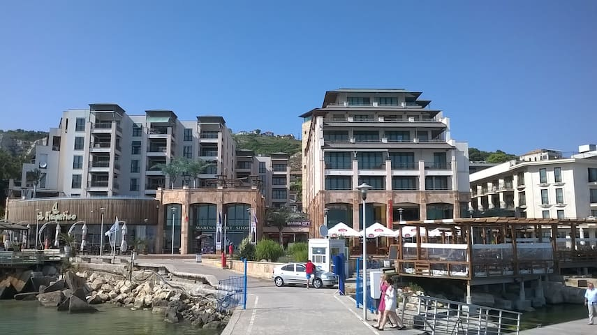One bedroom apartment on the first line - Balchik
