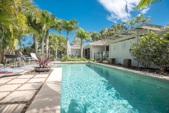 Spacious, pet friendly Noosa Sunrise home w/ pool