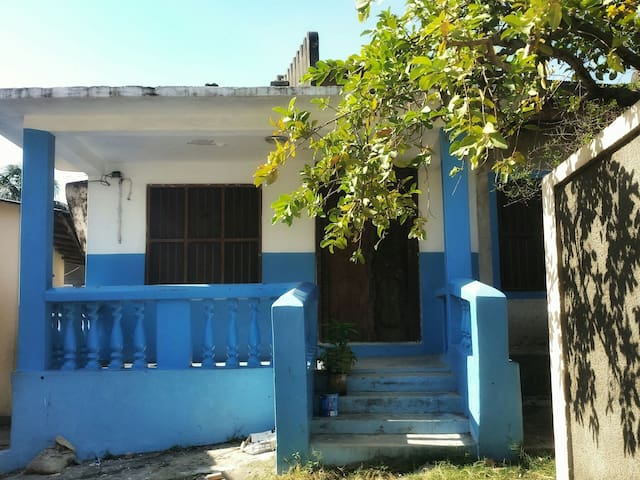 The Blue House - Cozy Room (fits 2-3 people) - Zanzibar Town - Casa