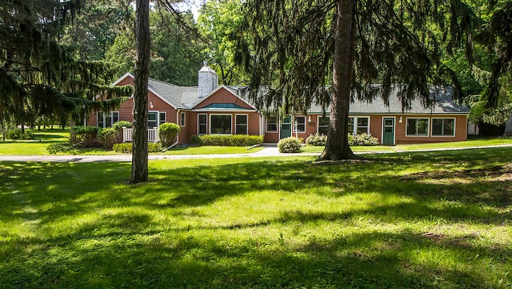 Green Lake spacious historic home, Sandstone Bluff