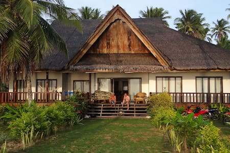 Siargao Sunrise, A Tropical Beachfront Residence