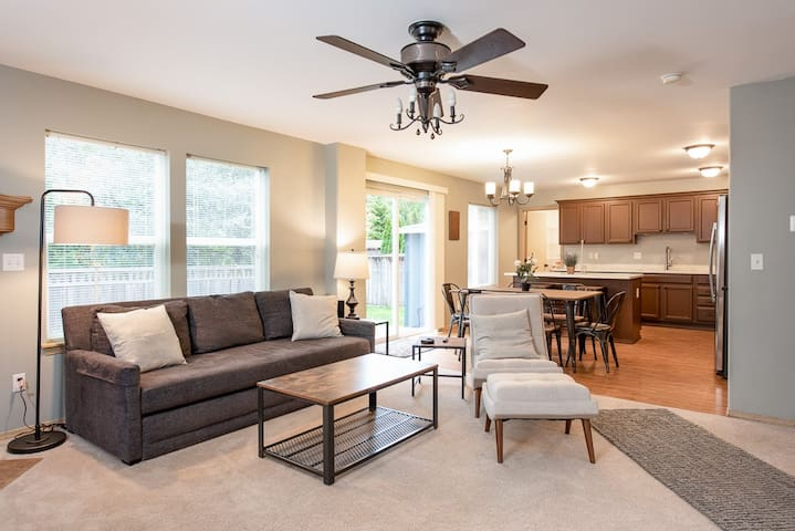 Beautifully Maple Valley Remodeled Craftsman Home