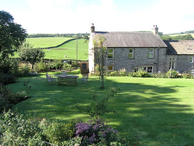 Luxury Farmhouse in Malhamdale - Bell Busk - House