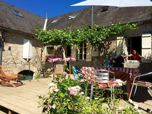 Limes Cottage - Yourte et B&B - Saint-Julien-Maumont - Penzion (B&B)